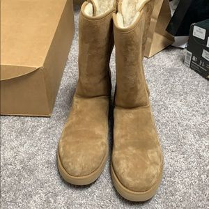 Shoes - Women's Uggs boots